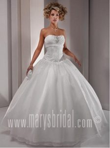 Luxurious White Beaded Sweet 16 Dress with Embroidery in Ukhta