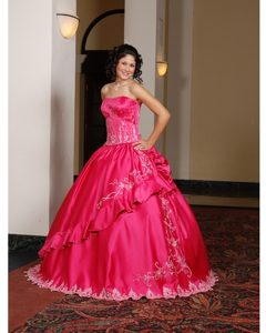 New Style Kovrov Lace-up Red Dress for Quince with Embroidery