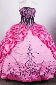 New Style Hot Pink Quinceanera Gown with Embroidery and Pick-up
